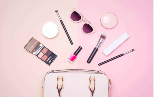 5 Make-up Essentials To Carry While Travelling