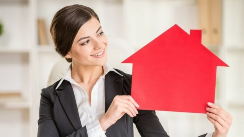 hire a licensed real estate agent